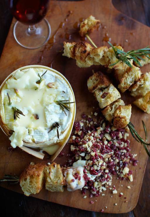 کممبرت با آجیل - طرز تهیه پنیر کممبرت با آجیل