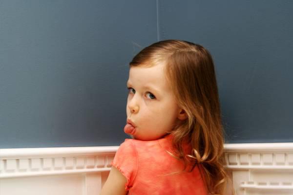بی ادب - شیوه رفتار با کودکان بی ادب در میهمانی