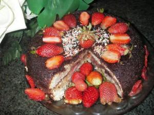 IMGP6922 300x225 - طرز تهیه کیک وانیل و توت فرنگی