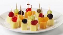 میوه تکه شده - شش نکته و راهکار برای مهمانی های کودکانه