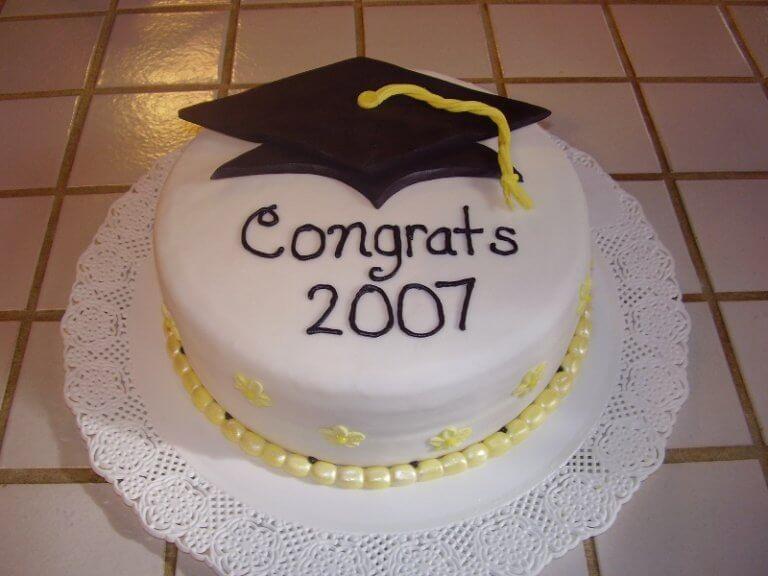 13 graduation cake ideas 768x576 1 - 10 ایده کیک جشن فارغ اتحصیلی
