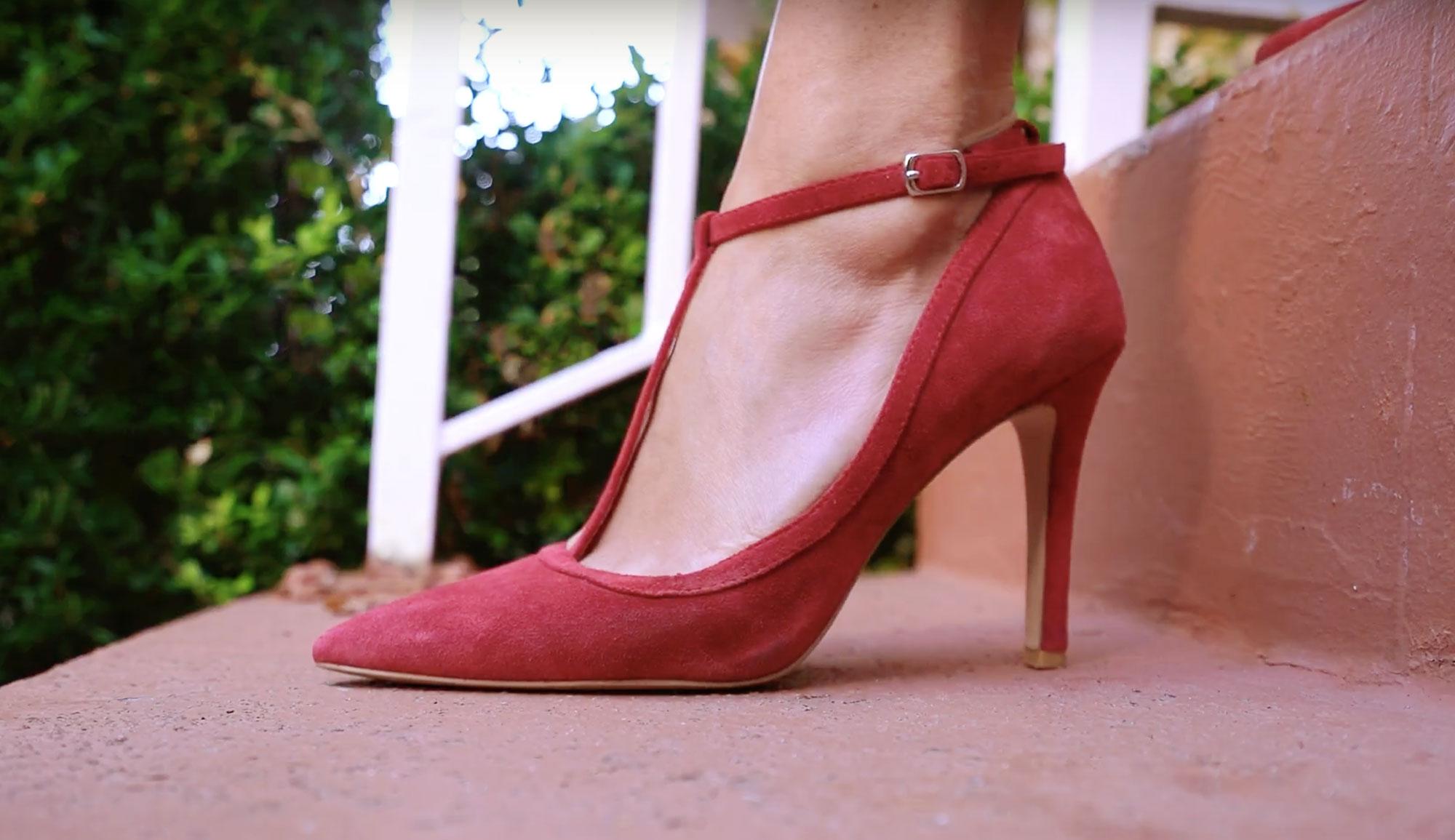 How to walk in heels - چطور در میهمانی ها کم سن و سال تر و جوان تر به نظر برسیم؟