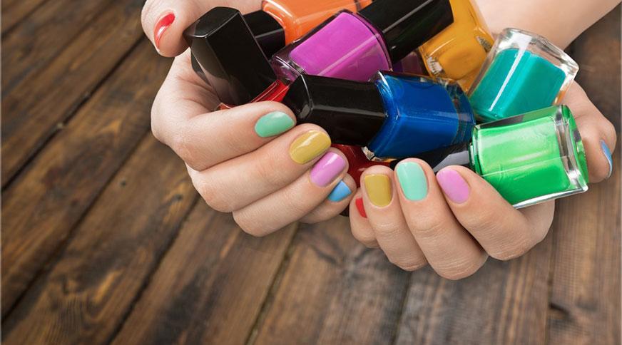 colorful nail polish - کدام رنگ لاک برای پوست شما در میهمانی جذاب تر است؟