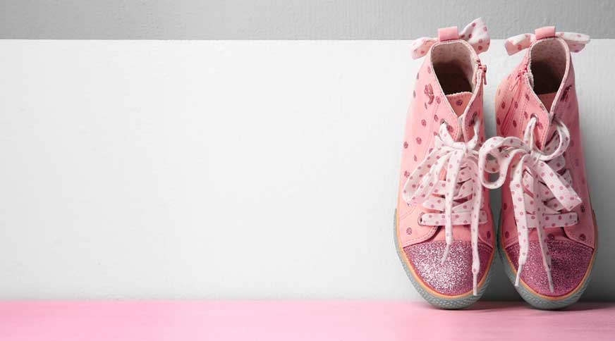 girl pink polka sneakers - پیشنهاد خرید کفش دخترانه برای میهمانی باشکوه