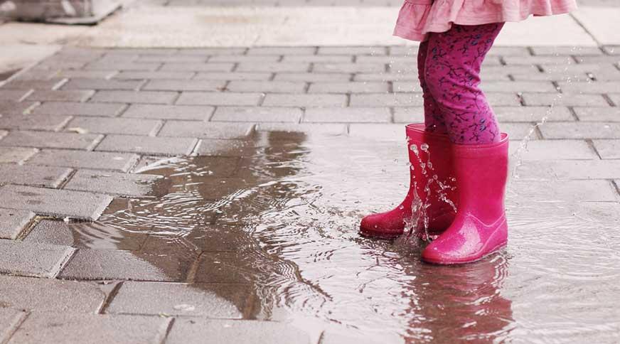 girl pink rain boots - پیشنهاد خرید کفش دخترانه برای میهمانی باشکوه