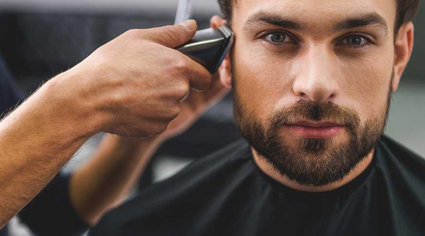man having a haircut - خوشتیپ و متفاوت شدن با هشت نکته