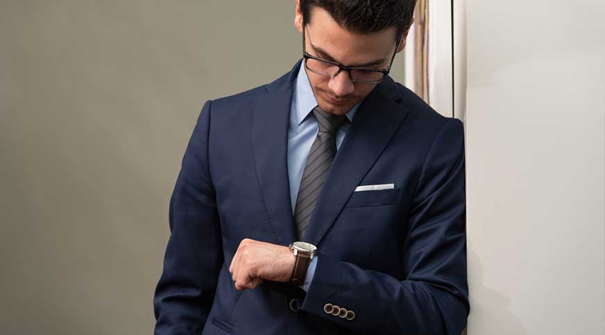 men wrist watch - مدل های لباس مردانه و اکسسوری جذاب برای میهمانی
