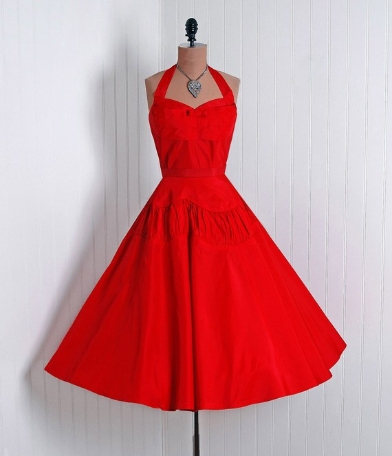 vintage red dress 1 1 - آداب میزبانی و میهمانی در ضیافت شب یلدا بلندترین شب سال