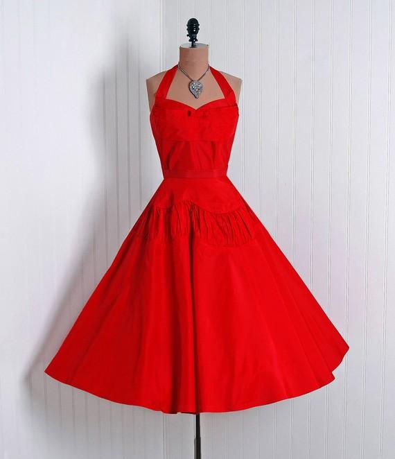 vintage red dress 1 - آداب میزبانی و میهمانی در بلندترین شب سال(یلدا)