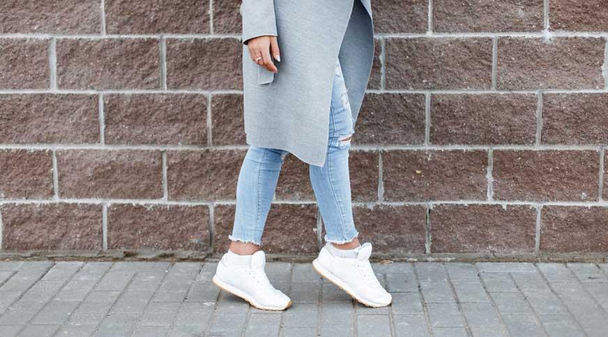 women white sneakers style - مدل صندل زنانه و کفش تابستانی برای میهمانی