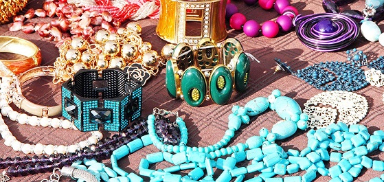 Setting Jewellery and Clothes - چگونه با جواهرات در مهمانی خوشتیپ تر شویم؟!