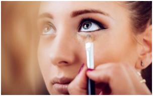1 10 - ترفند آرایشی ساده برای بزرگ نشان دادن چشم ها