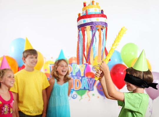 های کودکانه 11 - جشن تولد با بازی پیناتا؛ سرگرمی جالب کودکانه