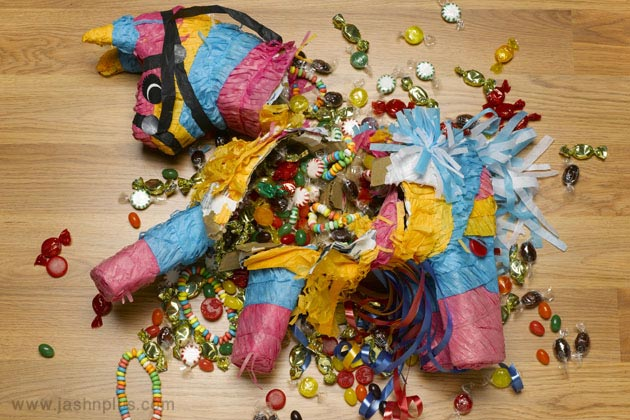 های کودکانه 7 - جشن تولد با بازی پیناتا؛ سرگرمی جالب کودکانه