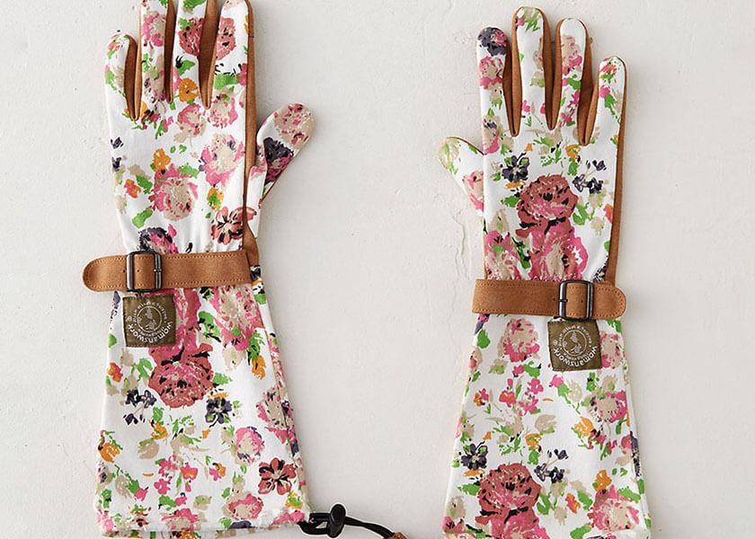چه هدیه هایی زنان را خوشحال کنیم؟ Gardening gloves - چه هدیه ای زنانه برای خانم ها خوشحال کننده است؟