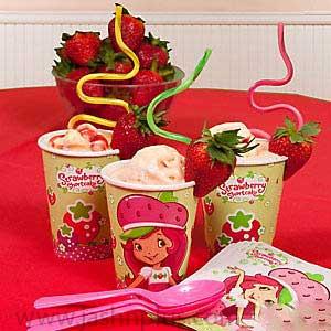 تولد دختر توت فرنگی 11 - تم تولد دختر توتفرنگی یک تم زیبا برای تولدهای شاد