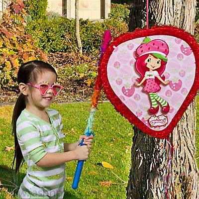 تولد دختر توت فرنگی 4 2 - تم تولد دختر توتفرنگی یک تم زیبا برای تولدهای شاد