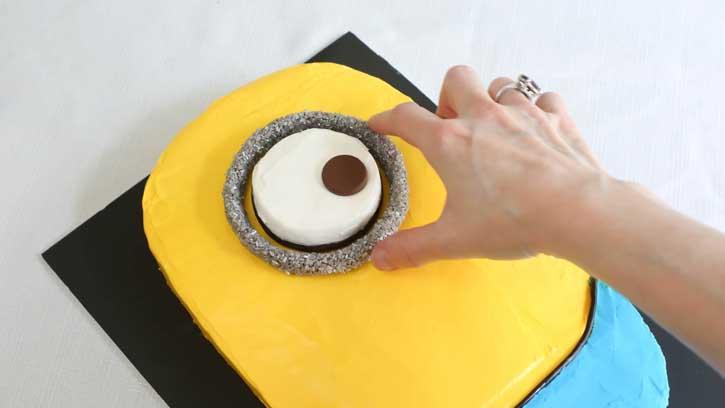 تولد مینیون 19 - آموزش گام به گام تزیین کیک مینیون در منزل