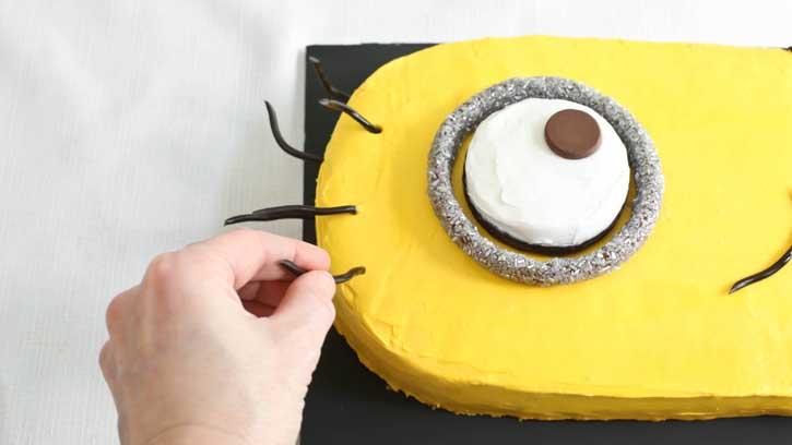 تولد مینیون 22 - آموزش گام به گام تزیین کیک مینیون در منزل