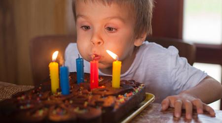 751833230246123132143163202818225221410568 - تاریخچه کیک تولد چیست و چرا روی آن شمع میگذاریم؟