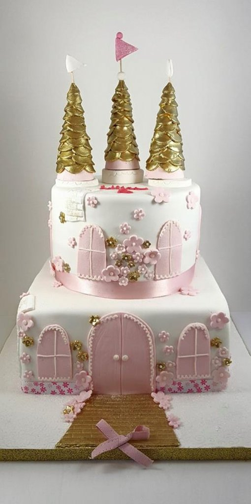 900 castle cake 995749dnq99 510x1024 - کیک تولد با تم کودکانه