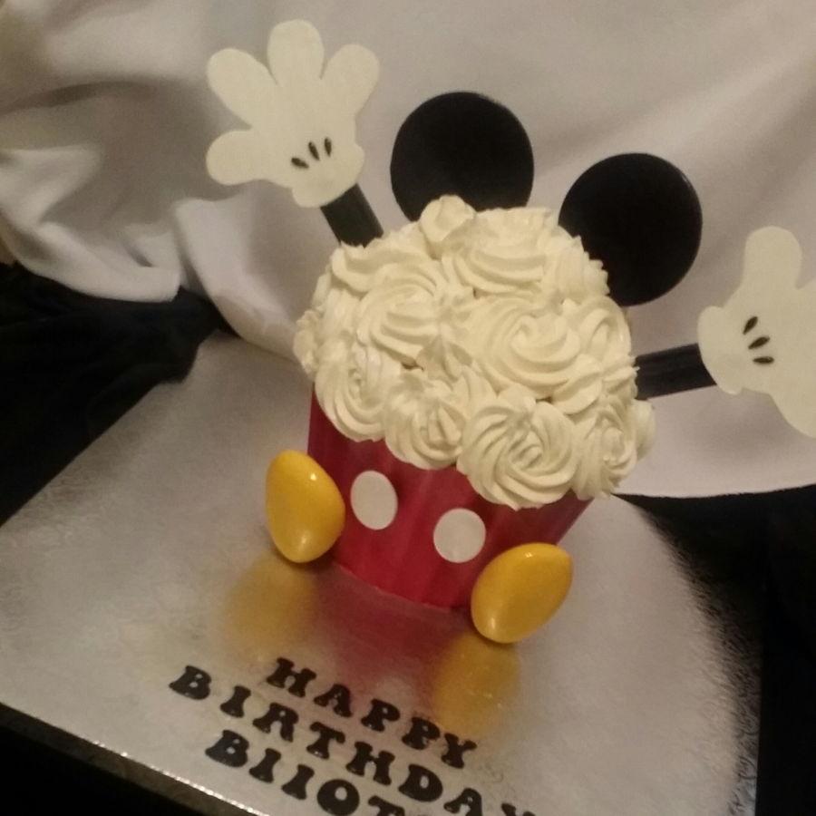 900 mickey mouse giant cupcake 986417KtCVY - کیک تولد با تم کودکانه