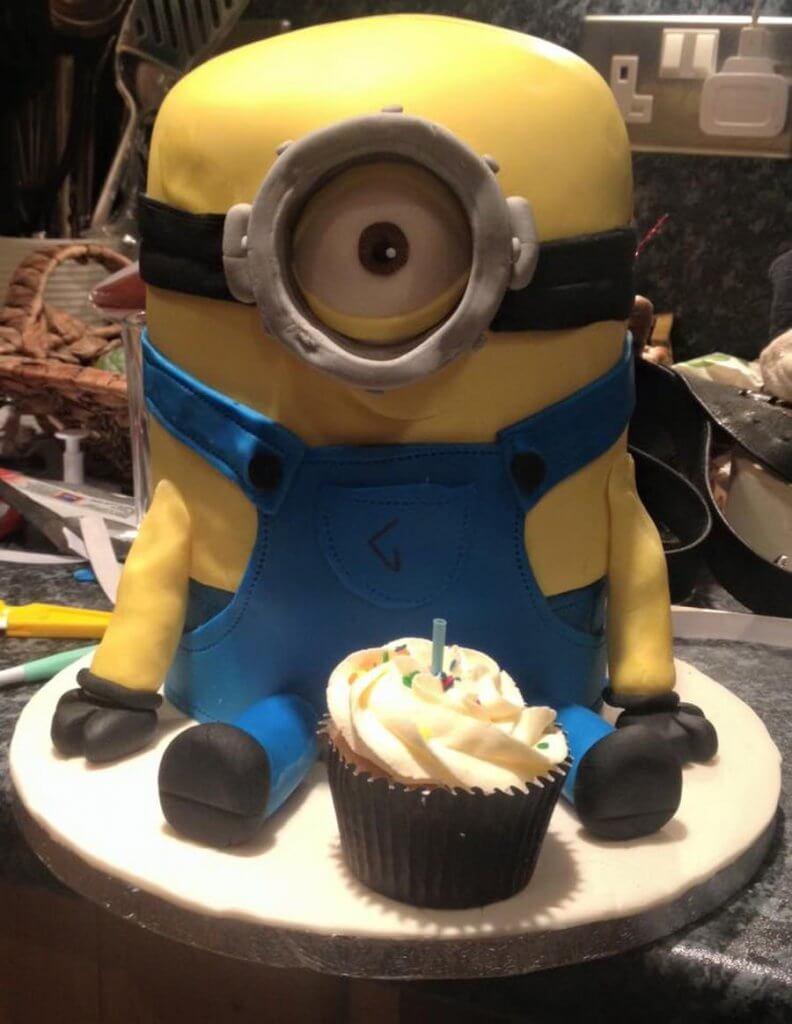 900 minion cake 995868npVC3 792x1024 - کیک تولد با تم کودکانه