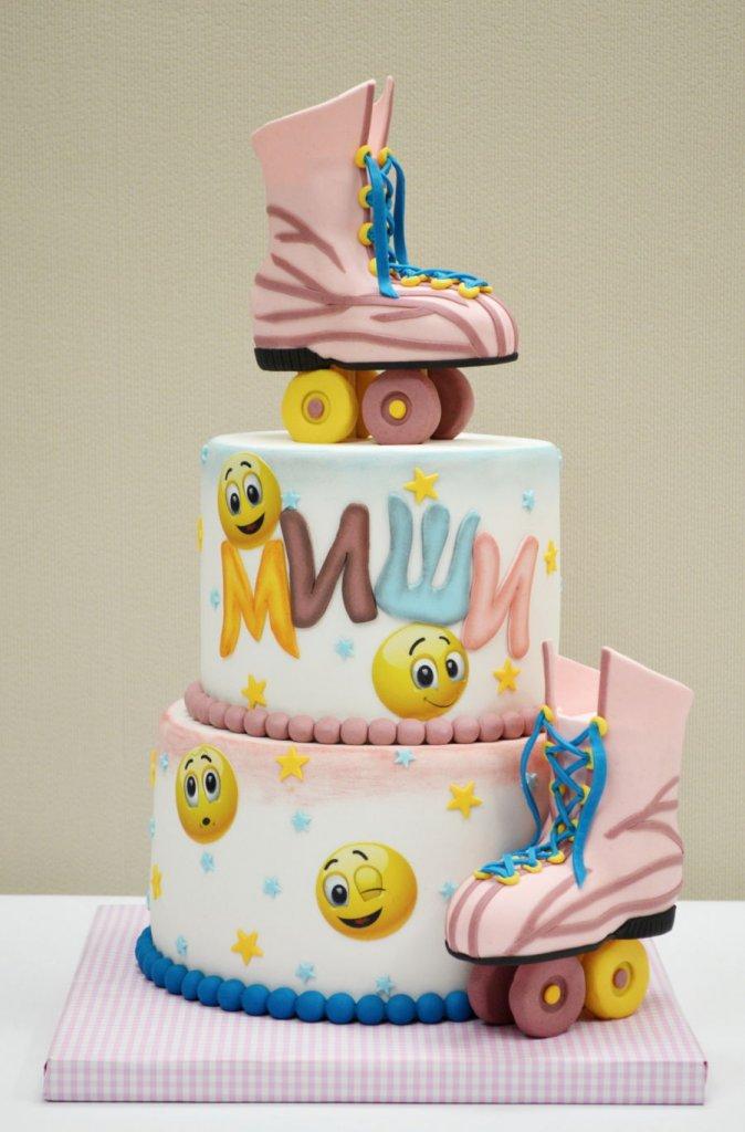 900 roller skates 984707BKP3F 674x1024 - کیک تولد با تم کودکانه