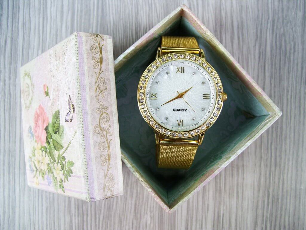 Holiday Watch 1024x771 - برای بهترین دوستم کادوی تولد چی بخرم؟