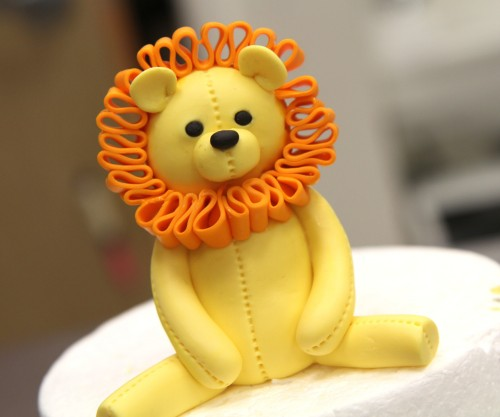 Step 14 Finished Cake Topper Lion1 500x417 - راهنمایی ساخت تاج کیک تولد به شکل شیر