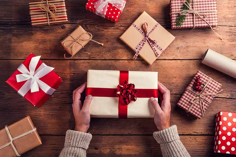 choose gift for guy boys - راهنمای خرید هدیه مناسب برای یک پسر