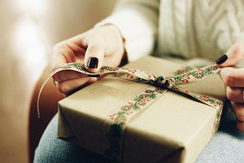 choose gift for women - بهترین هدیه جذاب برای خانم ها کدام است؟