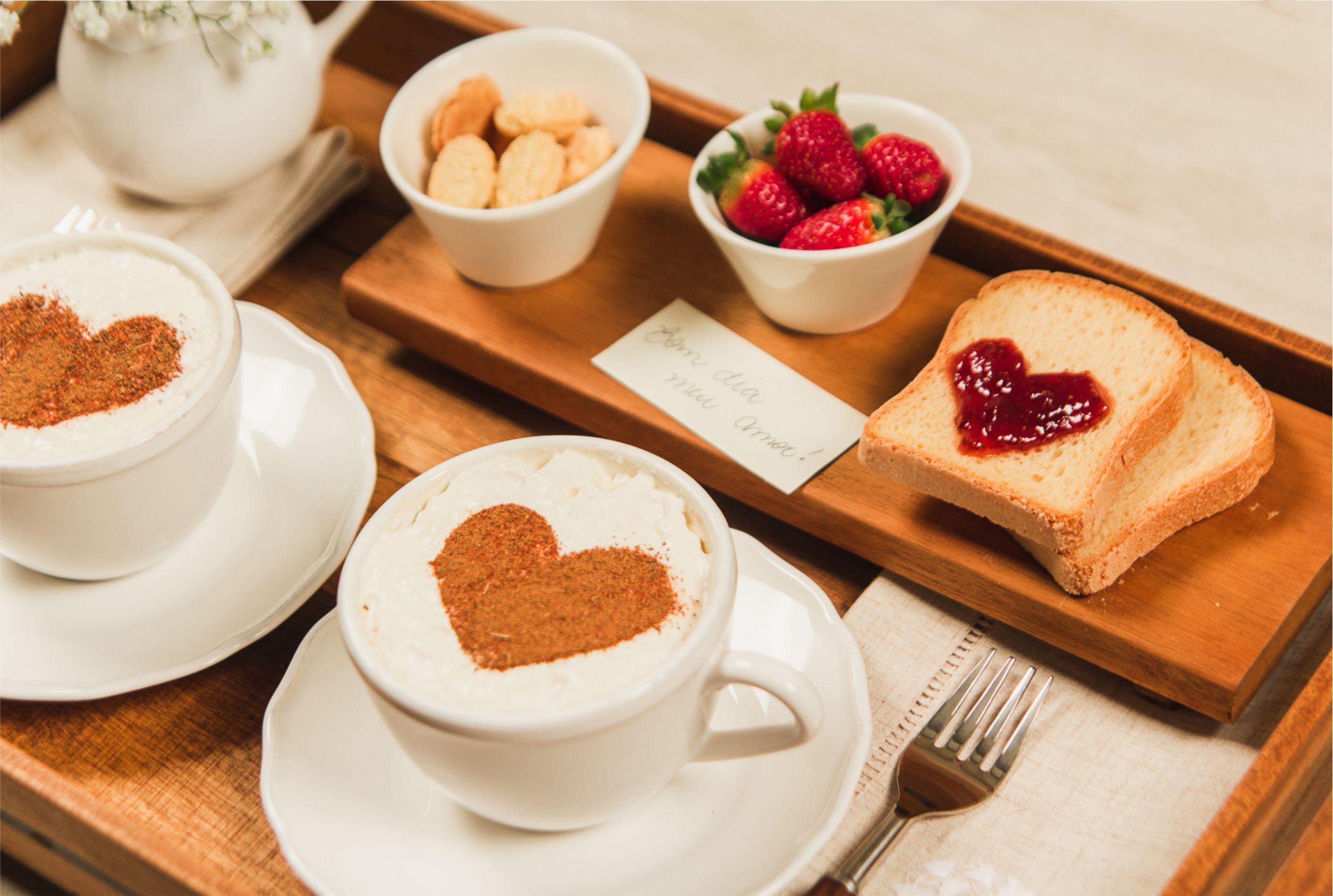 decorando a bandeja de café da manhã copaecia2 - آیا می خواهید بدون جشن تولد همسر خود را سورپرایز کنیم؟