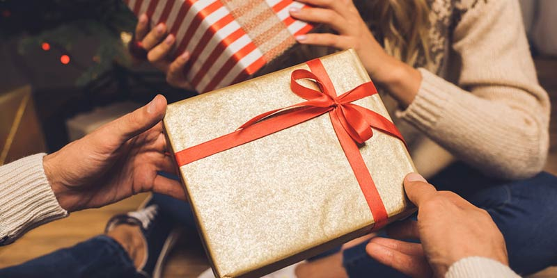 gift for guys - راهنمای خرید هدیه مناسب برای یک پسر
