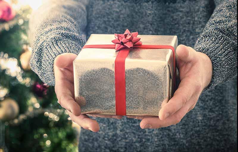 give gift to boys - راهنمای خرید هدیه مناسب برای یک پسر