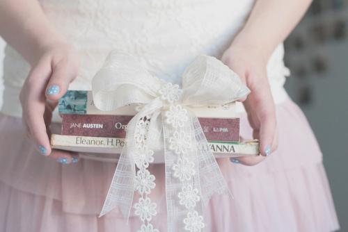 giving books as gifts - برای بهترین دوستم کادوی تولد چی بخرم؟