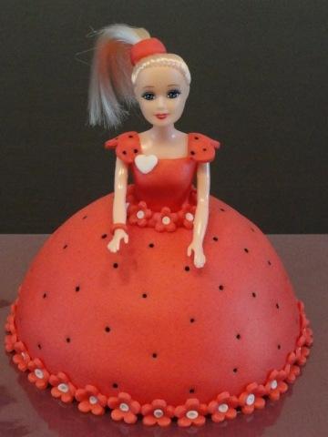 r5 - انواع کیک تولد باربی برای دختر خانمهای ایرانی