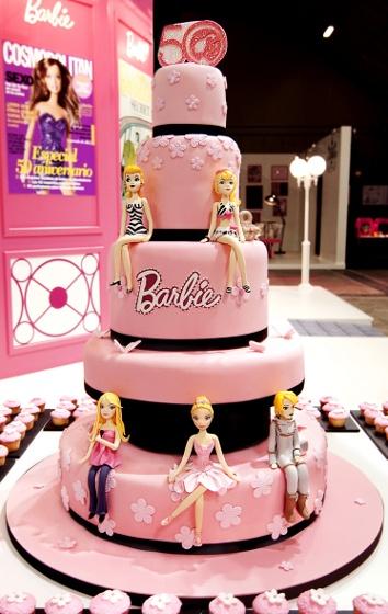 r9 3 - انواع کیک تولد باربی برای دختر خانمهای ایرانی