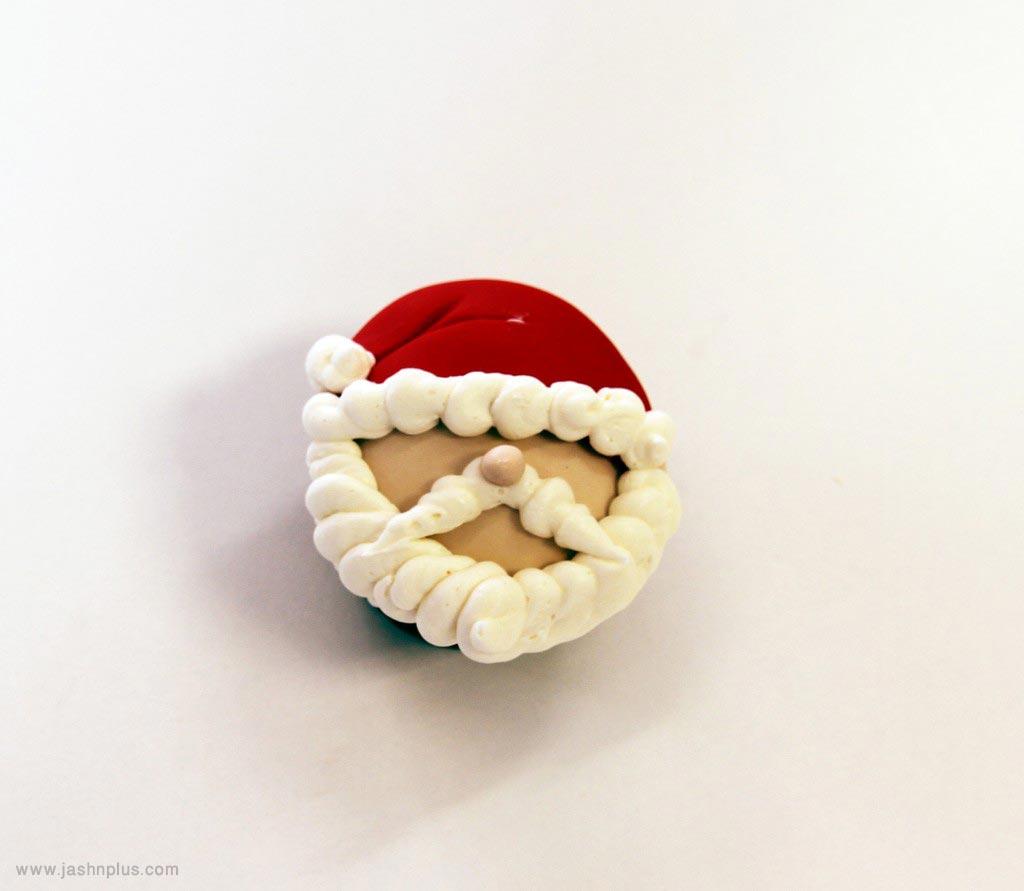 santacupcakes2 1024x891 - طرز تهیه کاپ کیک بابانوئل برای جشن های تولد