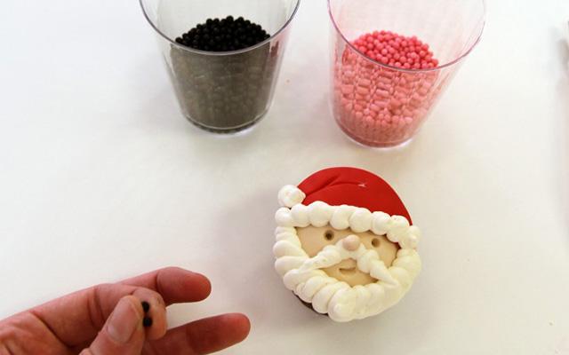 sanya - طرز تهیه کاپ کیک بابانوئل برای جشن های تولد