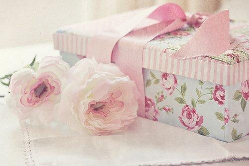 bow flower flowers gift girly Favim.com 228717 - بهترین هدیه جذاب برای خانم ها کدام است؟