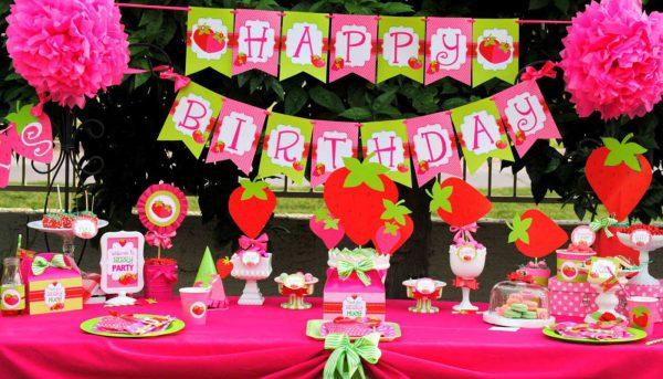 جشن تولد صورتی 600x343 - عجیب ترین تم های تولد برای جشنی متفاوت و به یادماندنی
