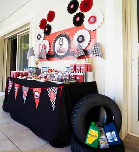 car birthday party themed ideas15 - تم تولد ماشین ها تمی بینظیر برای آقا پسرها