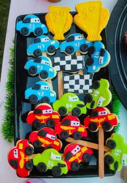 car birthday party themed ideas26 - تم تولد ماشین ها تمی بینظیر برای آقا پسرها