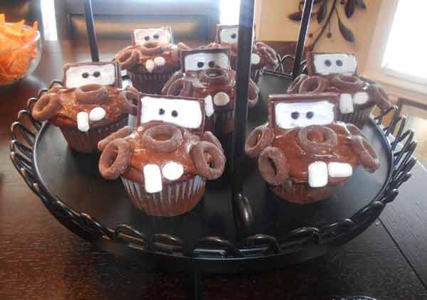 car birthday party themed ideas27 - تم تولد ماشین ها تمی بینظیر برای آقا پسرها