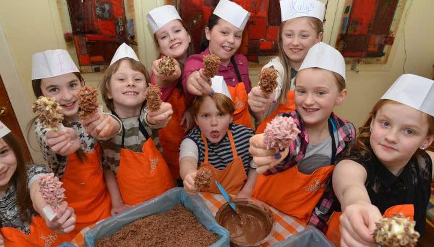 chocolate making kids birthday party 845x480 - ایده هایی برای تولد ،با این ایده ها خلاقیت را جایگزین هزینه کنید