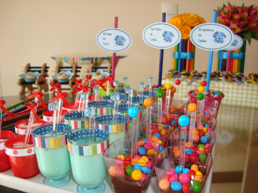 modern sweets for kids birthday 1024x768 - تم تولد پونی ، اسب بالدار رویاهای هیجان انگیز دخترانه