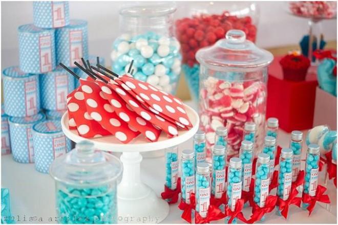 Elmo Themed Birthday party Dessert Table 660x440 - ایده های تزئین میز تولد ، میزی زیبا و شیک با ایده هایی جالب