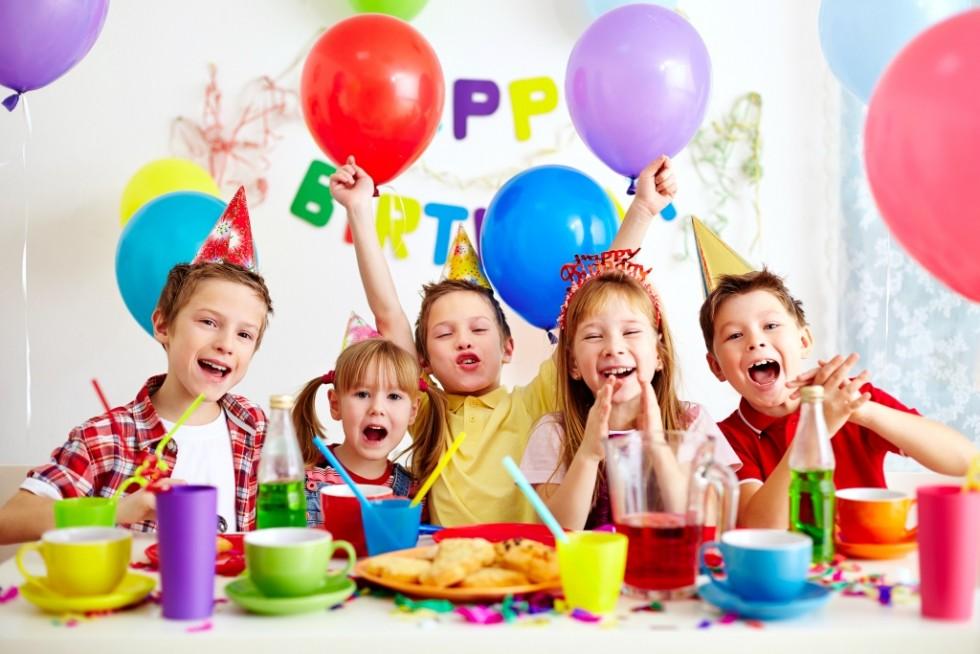 birthday1 980x654 - راه هایی برای برگزاری جشن تولدی بی دردسر