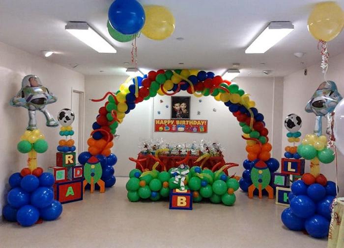 balloon decoration for birthday 2 - بایدها و نبایدهای جشن تولد برای داشتن تولدی رویایی
